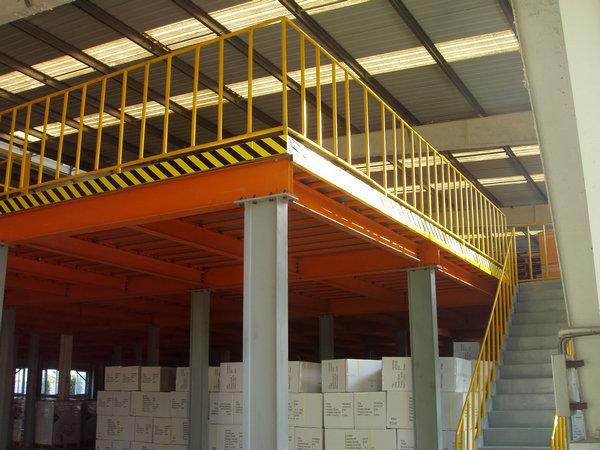 钢结构阁楼货架可满足多类型重量的存储作业